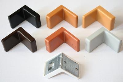 металлический-уголок-с-пластиковой-крышкой
