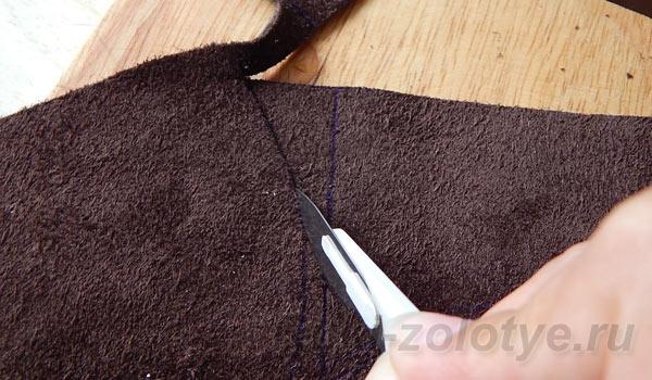 вырезаем детали кожаного чехла