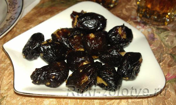чернослив фаршированный грецкими орехами и чесноком