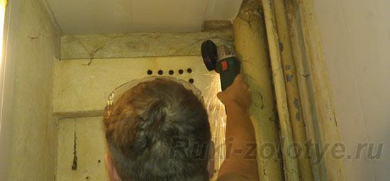 срезаем вентиляционный короб
