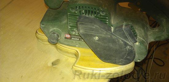 шлифуем поверхность заготовки