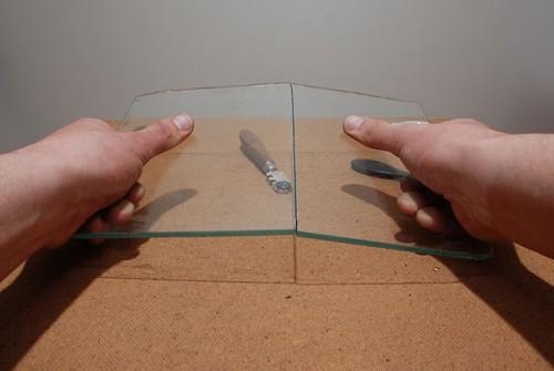 как резать стекло с помощью стеклореза