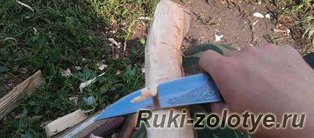 строгать топорище ножом