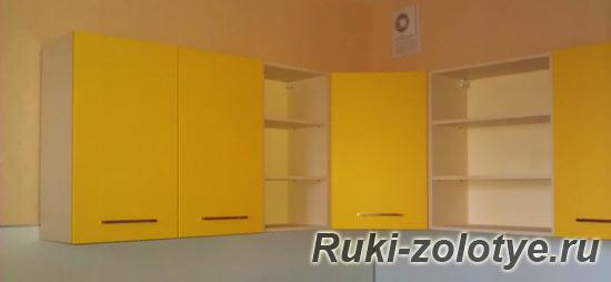 вешаем кухонные шкафчики на стену
