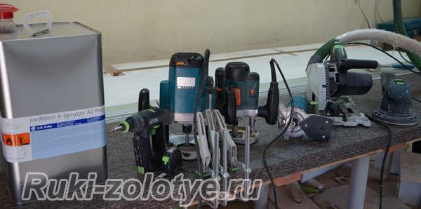инструменты, необходимые для поклейки пластика на столешницу