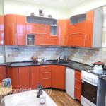оранжевай угловая кухня с круглыми фасадами своими руками
