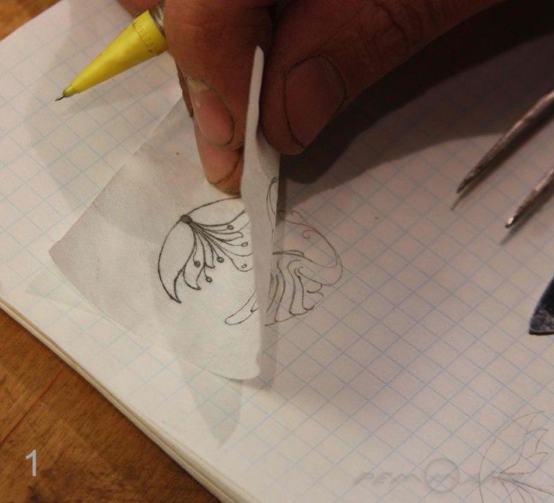 переносим эскиз кулона на кальку