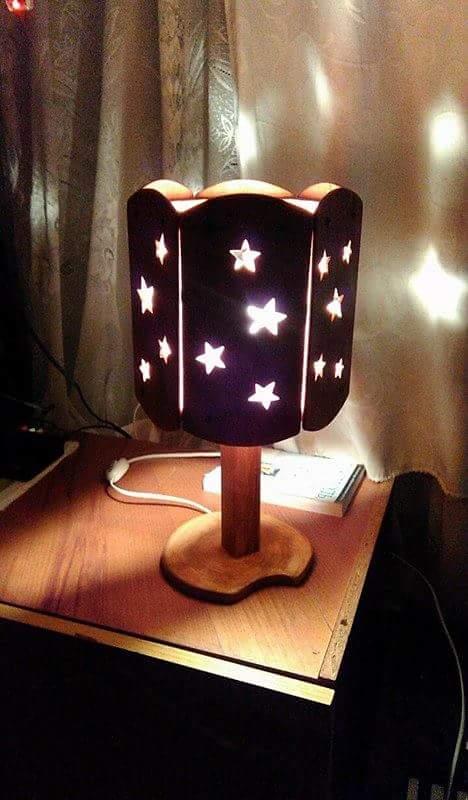 Детская лампа-проектор на батарейках Дэми (Россия)