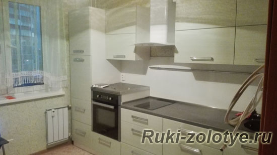 прямая кухня с фасадами Штрокс-олива
